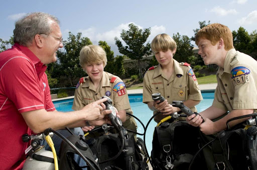 PADI Instructor with Boy Scouts
